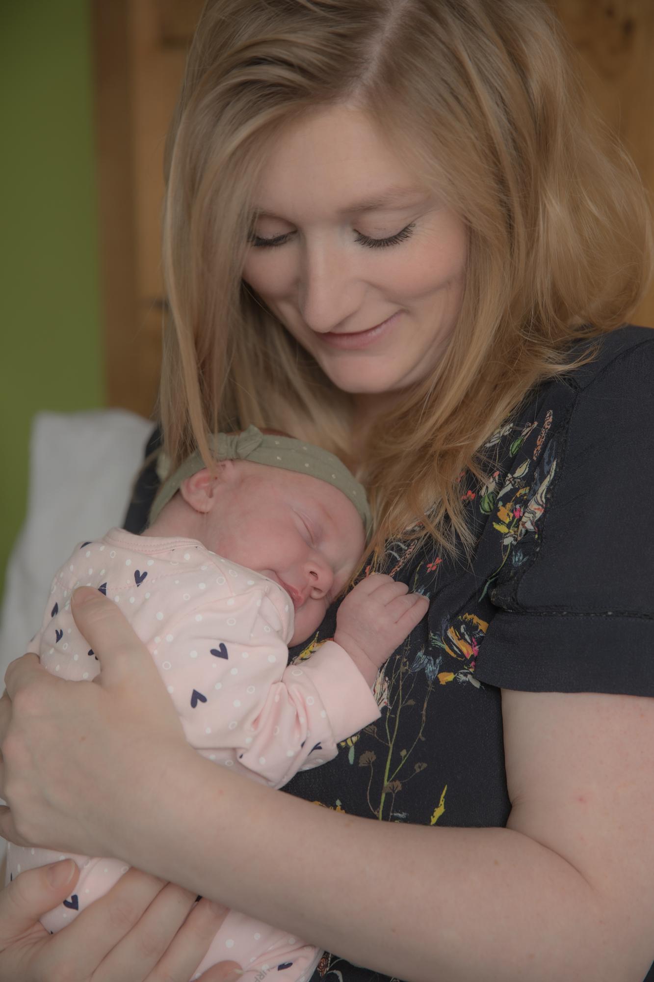 Gezinsfoto, gezinsfotografie of gezinsreportage, baby foto, newborn foto of newborn shoot